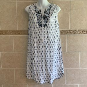 Beachlunchlounge blue white embroidered dress